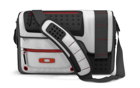 Oakley Alpha Charlie Messenger Bag